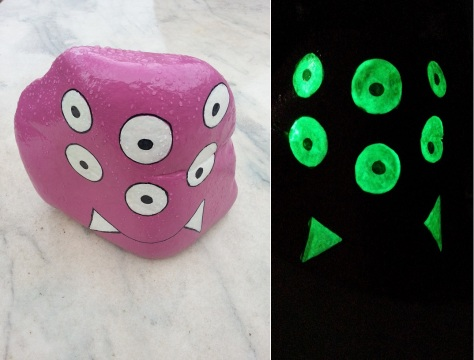 Luminescent Big 6-Eyes Fuchsia Monster - Keychain.jpg